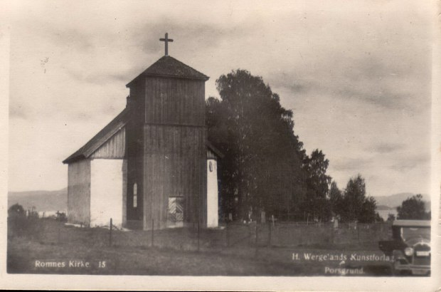 Romnes Kirke - før muren kom opp, ca. 1930.